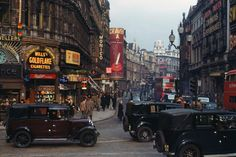 History in Pictures: orientaltiger: London, 1940s, in hi-res color:...