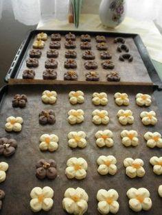 Čajové, sladučké pečivo (fotorecept) - obrázok 3 Christmas Sweets, Christmas Baking, Czech Recipes, Italian Cookies, Xmas Cookies, Mini Cakes, Baking Recipes, Sweet Tooth, Bakery