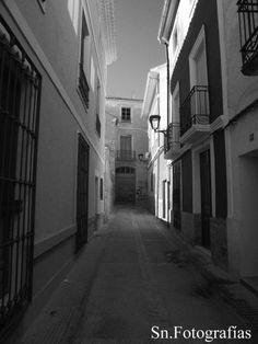 Fotografía de un de las calles del casco antiguo de Hellin-Albacete