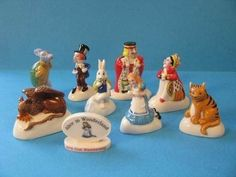 Wade Full Set Alice In Wonderland Figurine 2010 In Great Price *mint Condition* Alice In Wonderland Figurines, Vintage Toys, Vintage Pyrex, Red Rose Tea, Disney Secrets, Tea Box, Through The Looking Glass, Collectible Figurines, Full Set