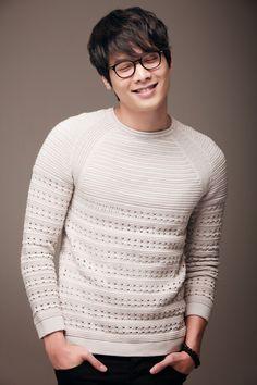 Daniel Choi | Choi Daniel | 최다니엘 | D.O.B 22/2/1986 (Pisces) Korean Celebrities, Korean Actors, Choi Daniel, Korean Men, Big Men, Asian Boys, Photo Galleries, Men Sweater, Gallery