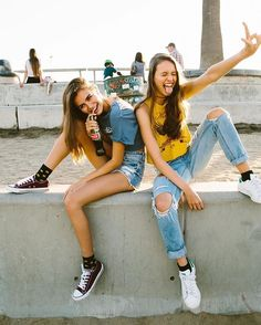 There's no one like your BFF! Check out these BFF pictures & bestie poses ideas Bff Pics, Photos Bff, Cute Photos, Cute Bestfriend Pictures, Cute Friend Photos, Cute Poses For Pictures, Videos Instagram, Photo Instagram, Pics For Instagram