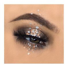D O T S @makeup_by_alexandra_ using @mehronuk metallic powder in #silver and #copper  #mehron #mehronmakeup #metallicmakeup #eyemakeup #eyes #makeup #mua #makeupartist