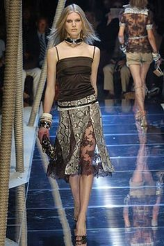 Dolce & Gabbana Spring 2005 Ready-to-Wear Fashion Show - Iselin Steiro