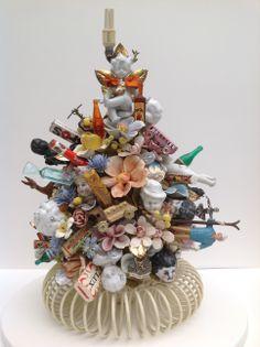 Assemblage Karin van der Linden Found Object Art, Found Art, Arte Assemblage, Mosaic Projects, Art Projects, Mosaic Vase, Homemade Art, Mosaic Madness, Recycled Art