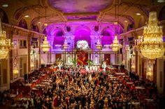 """Por Eduardo Vessoni, do site Viagem em Pauta Declarada a capital mundial da música, Viena tem baile de todo tipo. De Carnaval, da Cruz Vermelha, das Flores e até um baile gay, só para citar alguns. A capital da Áustria abriga, anualmente, mais de 450 bailes, o que totaliza cerca de 2.000 horas de dança. O primeiro...<br /><a class=""""more-link"""" href=""""https://viagem.catracalivre.com.br/brasil/mundo-viagem/indicacao/linda-e-musical-capital-da-austria-abre-temporada-de-bailes/"""">Continue lendo…"""