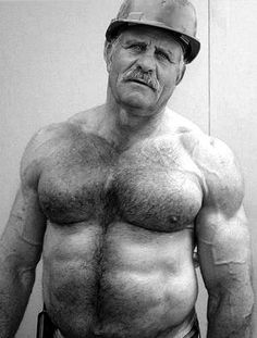 When a mature man is beefy and muscular like that, what do you feel? More men like him (also NSFW) on http://www.fitoldermen.com/post/20847876276/http-www-daddybigdick-com