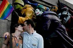 """Radoslav Stoyanov · Activista LGTB en Bulgaria: """"Los derechos de las personas LGTB en Bulgaria están casi completamente aplastados"""" Marco Vidal González   Diagonal, 2015-02-23 https://www.diagonalperiodico.net/libertades/25825-derechos-personas-lgtb-bulgaria-estan-casi-completamente-aplastados.html"""