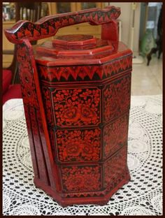 """An Indonesian-Chinese Peranakan food/tiffin carrier or"""" bakul sia"""""""