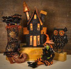 Cracker Barrel Holidays Halloween, Halloween Decorations, Halloween Ideas, Spooky Places, Warm Sweaters, Trick Or Treat, Autumn Leaves, Seasons, Fun