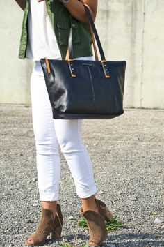 Southern style blogger, What Nicole Wore, pairs the Lucky Brand Larise booties with white after Labor Day for an early fall outfit. // lucky brand shoes, ankle boots, peep toe booties, white skinny jeans, white jeans fall, fall it shoe