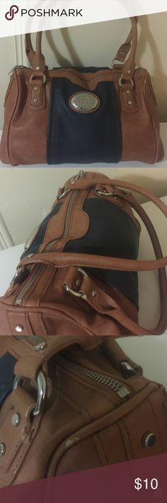 Dana Buchman purse Beautiful purse, has little ink stain in the inside as seen on pics Dana Buchman Bags