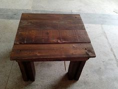 Mesa de madeira de palete