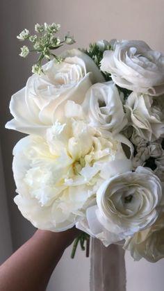 All White Wedding, White Wedding Bouquets, Floral Wedding, Wedding Flowers, Bridal Bouquets, White Flowers, Floral Design, Bloom, Bridesmaid