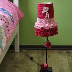 Feel bored of your old lampshade? Rejuvenate it with a new look by crochet a cover that brightens up the room. {pattern & tutorial included}