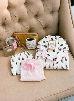 15 Wedding Day Morning Of Essentials - The Pink Bride Bridesmaid Gifts From Bride, Bridesmaid Gift Boxes, Bridesmaid Luncheon, Brides And Bridesmaids, Bride Gifts, Gifts For Wedding Party, Wedding Day, Wedding Stuff, Wedding Timeline
