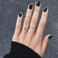 Black nail polish and my favorite gold rings Black Manicure, Manicure Y Pedicure, Black Gel Nails, Black Polish, French Manicure, Short Nail Manicure, Cute Nails, Pretty Nails, Hair And Nails