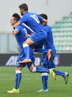 Gli azzurrini di Di Biagio si sono guadagnati l'accesso alla fase finale dell'Europeo 2015 di categoria grazie ai gol di Bernardeschi, Belotti e Longo