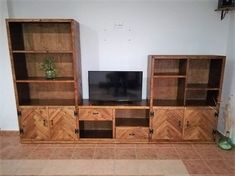 DIY TV stand ideas for your weekend project! Build your own entertainment center on your home using your unused cabinets, old wooden crates, or metal pipe! Recycled Pallets, Wood Pallets, Pallet Wood, Pallet Ideas, Diy Wood, Home Improvement Projects, Home Projects, Weekend Projects, Pallet Crafts
