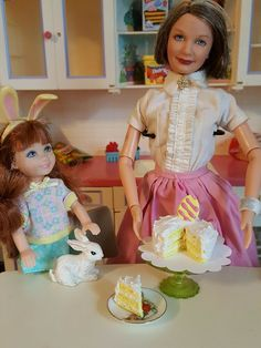Easter egg doll cake, yellow with doily. Cake is glued to doily. Barbie Skipper, Barbie And Ken, No Egg Cookies, Doll Food, Miniature Food, St Patricks Day, Easter Eggs, Poppy, Scale