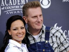 Country stars remember Joey Feek via @USATODAY