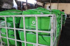 Les équipes d'Oxfam ont déchargé des kits comprenant des articles d'hygiène de première nécessité, arrivés en provenance de Manille à l'aéroport de Cebu le 13 novembre, ces kits sont en train d'être acheminés dans les zones les plus touchées. Merci de vos contributions : http://www.oxfam.org/fr/appel-haiyan