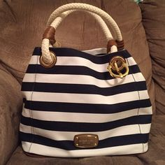 ❤️ Michael Kors Nautical  Bag ❤️ NWT Michael Kors Marina Navy/White MD Grab Bag. Canvass material. Retail price $228. So perfect for spring and summer! ❤️❤️❤️ MICHAEL Michael Kors Bags Shoulder Bags