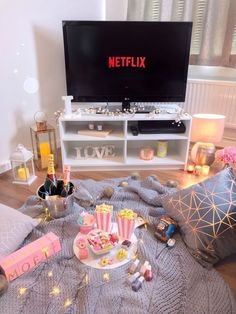 Check out the site for more details:) Romantic Date Night Ideas, Day Date Ideas, Cute Date Ideas, Romantic Surprise, Romantic Dates, Gift Ideas, Card Ideas, Netflix And Chill, Shows On Netflix