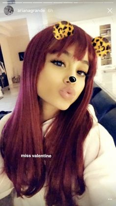 Right after 'Victorious' celebrated its anniversary, Ariana Grande debuted a wig that matched her old Cat Valentine hair. Ariana Grande Victorious, Ariana Grande Red Hair, Ariana Grande Selfie, Ariana Grande Facts, Ariana Tour, Cat Valentine Outfits, Valentines, Ariana Video, Cat Valentine Victorious
