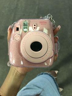Camera Polaroid - Photography Tips You May Depend On Today Polaroid Instax Mini, Fujifilm Instax Mini, Polaroid Camera Case, Vintage Polaroid Camera, Leica Camera, Film Camera, Camara Fujifilm, Dslr Photography Tips, Beginner Photography