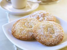 Learn how to make delicious Amaretti biscuits. This popular recipe makes it easy to master cooking Italian sweets. Italian Cookie Recipes, Italian Cookies, Italian Desserts, Baking Recipes, Dessert Recipes, Italian Pastries, Biscuit Cookies, Biscuit Recipe, Cupcake Cookies