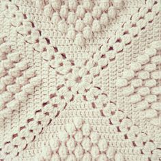 ByHaafner, crochet, popcorn, bobble stitch throw, (leave out popcorn stitch for classic throw) Popcorn Blanket * Link to pattern Haafner shares a free crochet blanket pattern by Barbara Cooper-Wolfe Many popcorn granny square blankets have been made but I Crochet Afghans, Motifs Afghans, Crochet Motifs, Afghan Crochet Patterns, Crochet Squares, Crochet Stitches, Bobble Stitch Crochet Blanket, Crochet Blankets, Granny Squares