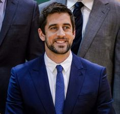 This Aaron Rodgers photo is an excellent example of why men should wear suits. Packers Baby, Packers Football, Best Football Team, Green Bay Packers, Football Names, Baseball Cards, Aaron Rodgers Hail Mary, Aaron Rogers, Best Quarterback