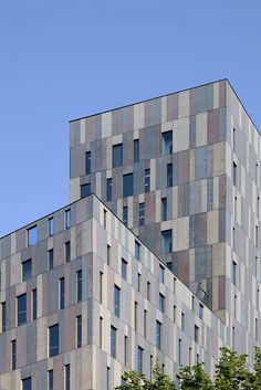 Edificio Diagonal 197 by David Chipperfield, Poblenou, Barcelona, Spain Coloured, glass fibre reinforced concrete panels are arranged vertically over the entire façade and into the lining of each window space with a precision and sculptural quality appropriate to both the climate and craft traditions of Barcelona. These panelled façade elements are insulated and form an integral part of the façade assembly together with the solid block work wall and the internal office surface cladding.