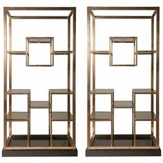 Par de estantes em bronze fábricada em 1975 por Romero Rega.