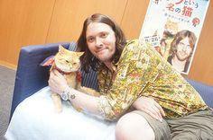 元野良猫のボブと飼い主のジェームズさん