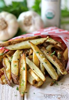 Baked Garlic Truffle Fries-toss with a little extra truffle oil before serving. Potato Dishes, Potato Recipes, Vegan Recipes, Cooking Recipes, Yummy Recipes, Recipies, I Love Food, Good Food, Yummy Food