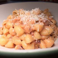 Diese schnelle Pastavariation habe ich unserem Kleinen im Urlaub gezaubert - Pasta mit Tomaten-Speck-Sauce http://ift.tt/2aEUM5Y - http://ift.tt/1Ku8h61