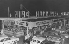 A drive in diner in the 1950s California. NOW YOU'RE TALKING! THATS WHEN LIFE WAS GOOD ... AND A WHOLE LOT SAFER.