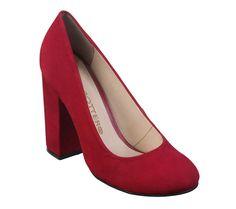 72fa1d0f6 Para as meninas amantes dos sapatos com saltos mais grossos! Lindo este  modelo em vermelho