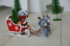Crochet Mouse / Amigurumi / Cute Little Mouse / Winter Mouse / Christmas Mouse / Santa / Santa Sleigh / Set of 3 mice and Sleigh
