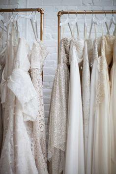 Wil jij meegaan met de trends en prachtig utizien op jouw grote dag? Lees dan alles over de trouwjurken trends 2015 op internethuwelijk.nl