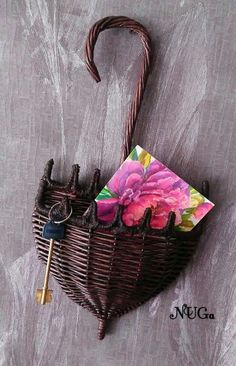26 Trendy basket weaving paper newspaper - 26 Trendy basket weaving paper newspaper The Effective Pictures We Offer You About DIY decorating r - Newspaper Basket, Newspaper Crafts, Newspaper Paper, Magazine Crafts, Paper Weaving, Christmas Gift Baskets, Victorian Dollhouse, Team Gifts, Miniature Dolls