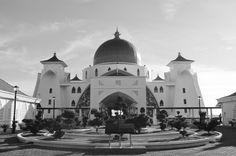 Melaka… momo és makuka… Buddhist Temple, Mosque, Canoe, Norway, New Zealand, Taj Mahal, Bali, Tourism, Thailand