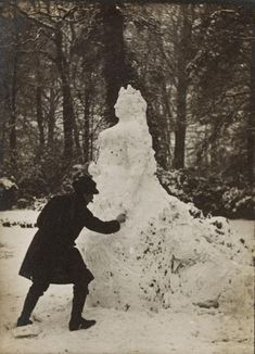 """carolathhabsburg: """" THIS is super awesome! A Snowy Queen Victoria c. 1890 Via Victoria& Albert Museum """" Reine Victoria, Victoria Reign, Queen Victoria, Victoria Post, Vintage Pictures, Old Pictures, Old Photos, Vintage Images, Crazy Photos"""