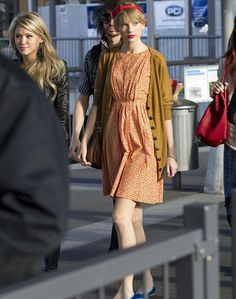 i want this outfit that taylor swift is wearing!