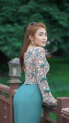 Myanmar Traditional Dress, Traditional Dresses, Myanmar Women, Fashion Models, Women's Fashion, Attractive Girls, Insta Models, Burmese, Beautiful Asian Women