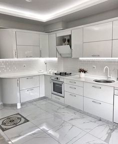 35 The Idiot's Manual to Designing a White Kitchen Explained - onlyhomely - Best Pins Live Kitchen Cabinets Decor, Kitchen Room Design, Home Decor Kitchen, Interior Design Kitchen, Home Kitchens, Contemporary Kitchen Design, Cuisines Design, Küchen Design, Kitchen Remodel