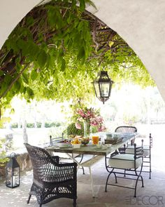 Outdoor dining area-Reese Witherspoon's home