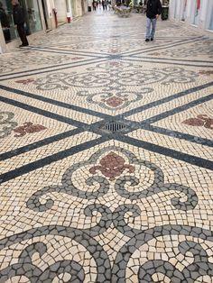 Paving stones 18 Pebble Mosaic, Stone Mosaic, Mosaic Art, Mosaic Tiles, Portuguese Culture, Portuguese Tiles, Rock Pathway, Exterior Tiles, Paver Designs